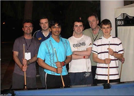 magnus-carlsen-with-the-lads-playing-pool.JPG